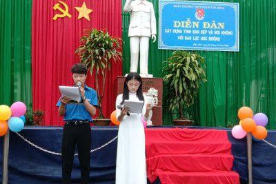 Buổi sinh hoạt ngoại khóa thường kì của học sinh trường THPT Phạm Văn Đồng.