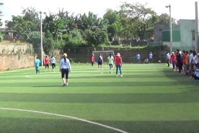 Giao lưu bóng đá nữ với Nguyễn Tất Thành
